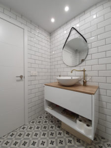 Follow this expert advice for cleaning tile grouting. Remove discolouration, dirt & grime from the grout. How to pick the right cleaning products for tiles. The best cleaning techniques. Get professional cleaning help.